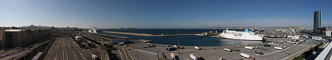 Marseille dock strike-pano.jpg