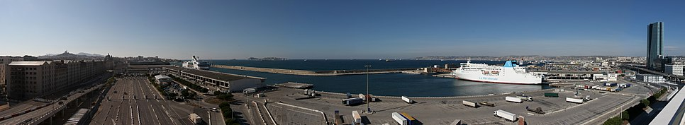 Marseille dock strike-pano