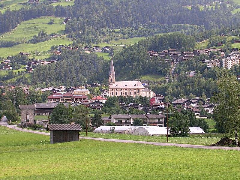 File:Matrei mit Pfarrkirche.jpg