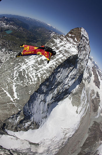 English: Joby Ogwyn making the first wingsuit ...