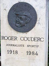 Mauvezin médaillon stèle Roger Couderc.jpg