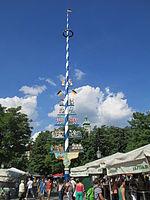 Maypole in Viktualienmark (2).JPG