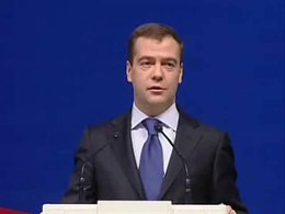 Файл:Medvedev responds to heckler.ogv
