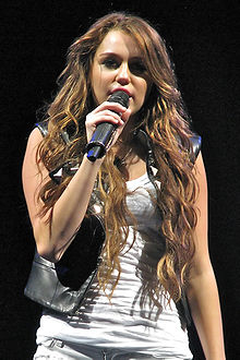 Miley Cyrus - Wonder World Tour 5 cropped.jpg