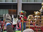 Miranda Cosgrove at the 2008 Macy's Thanksgiving Day Parade 02.jpg