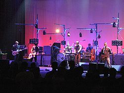 I Modest Mouse dal vivo allo United Palace Theatre di New York nel 2007