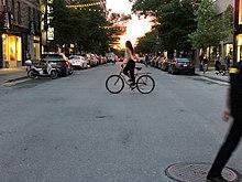 Boulevard Saint-Laurent di Montreal al tramonto del solstizio d'estate 2.jpg