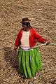 Mujer en la isla de los uros.jpg
