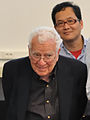 Murray Gell-Mann (University Hall).jpg