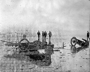 """Fred Marriott - The demolished """"Rocket"""" Stanley Steamer (1907)"""