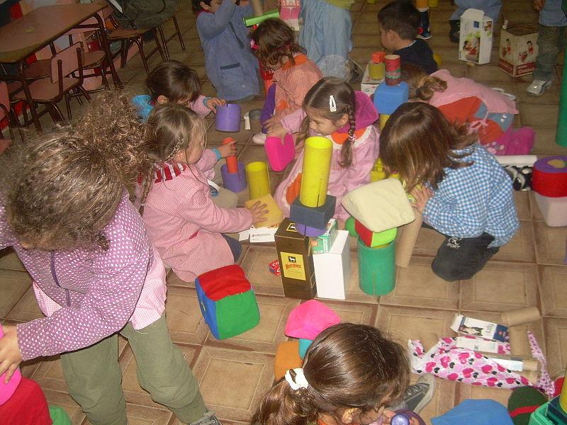 File:Niños en Jardín de Infantes.jpg