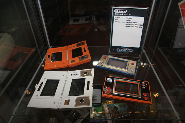 Nintendo Game & Watch games Fire, Fire attack, Oil panic and Donkey Kong Tietokonemuseo.JPG