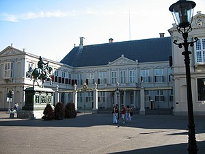 Noordeinde Palace - A front view of the palace in 2006