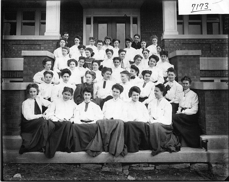 File:Ohio State Normal College freshman class in 1903 (3191480281).jpg