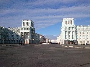 Oktyabrskaya Square in Norilsk.JPG