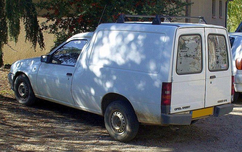 800px-Opel_Kadett_Combo_1.7_D_Heck.JPG