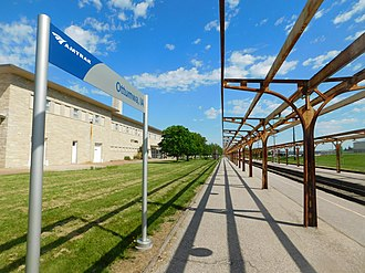Ottumwa station - The station platform at Ottumwa in May 2017. The former Burlington Route depot is on the left.