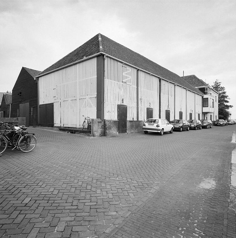 Twee opslaggebouwen voor hout tegenwoordig van de zierikzeesche houthandel in zierikzee - Latwerk houten ...