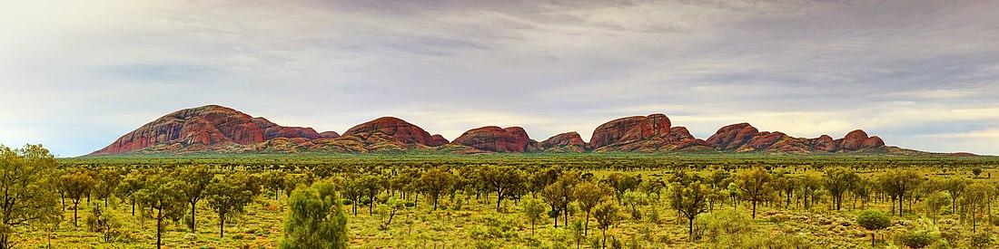 Panoramic view of Kata-Tjuta by Dimageau (CC-BY-SA-4.0)