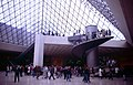 Paris-Louvre-084-in der Pyramide-1991-gje.jpg