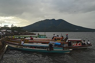 Lake Buhi - Image: Passenger boat at Buhi WTR