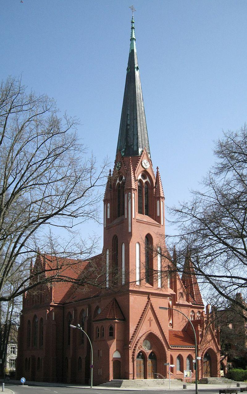 800px-Pauluskirche_%28Berlin-Zehlendorf%29.jpg