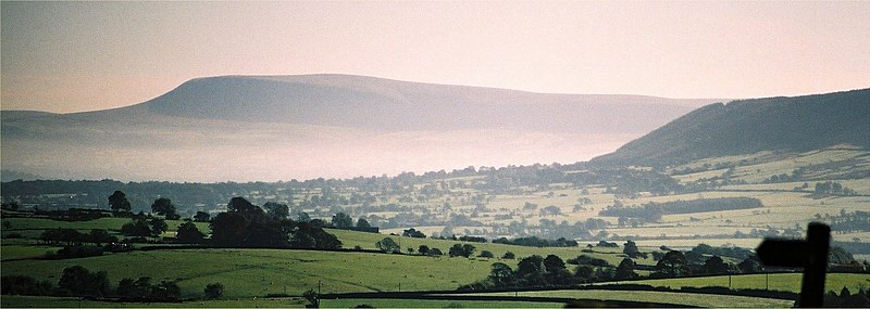 File:Pendle Hill above mist 235-0004.jpg