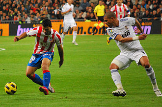 Pepe (footballer, born 1983) - Pepe chasing down Sergio Agüero of Atlético Madrid in 2010