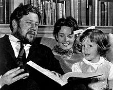 Peter Ustinov with family 1950s.jpg