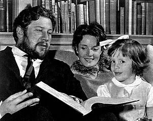 Suzanne Cloutier - Ustinov and Suzanne Cloutier with daughter in the 1950s
