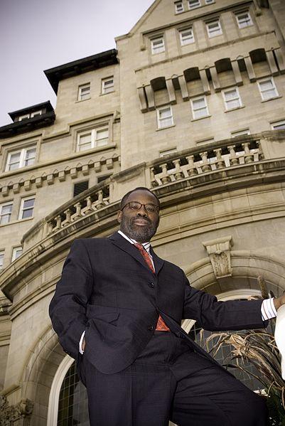 File:Philip Emeagwali at The Fairmont Hotel MacDonald in Downtown Edmonton.jpg