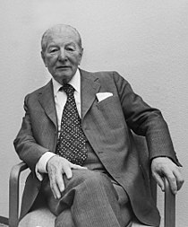 Pieter Menten sitting on a chair 1977-May-16-2.jpg