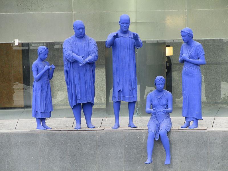 פסל מקהלה בשפת הסימנים בתל אביב