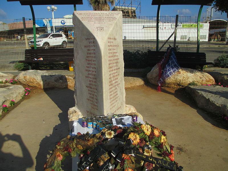 אנדרטת הפיגוע בדולפינריום