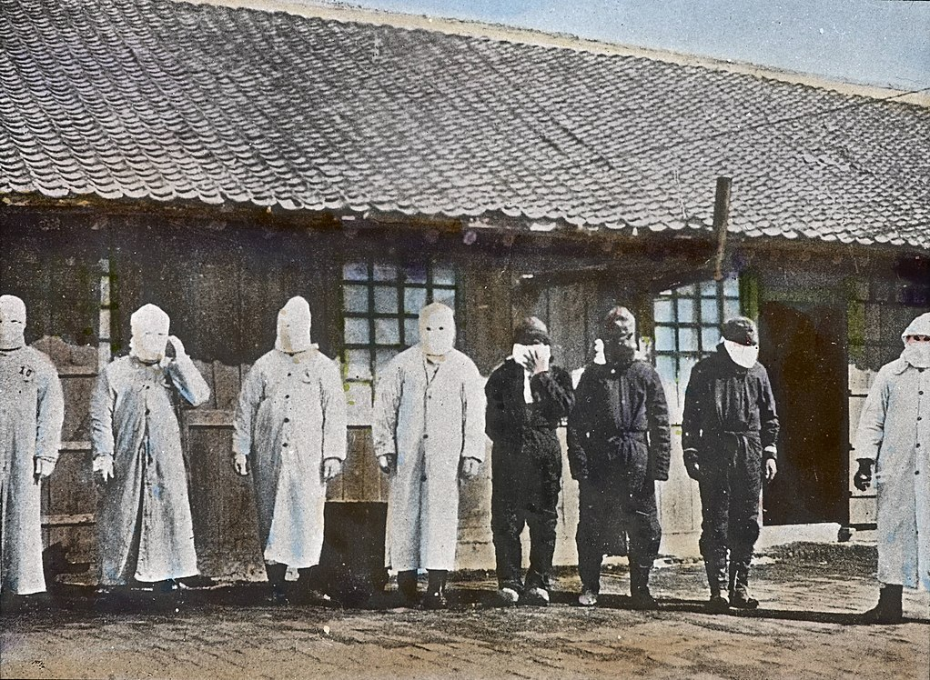 1022px-Plague_Workers_Mukden%2C_Manchuria%2C_1882-ca._1936_%28imp-cswc-GB-237-CSWC47-LS8-045%29.jpg