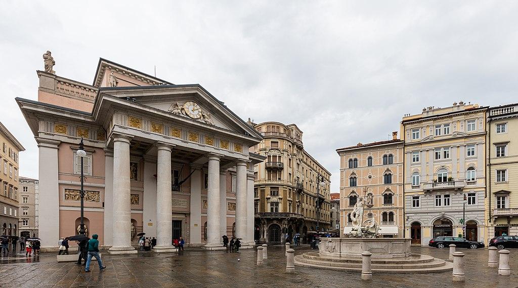 File:Plaza de la Bolsa, Trieste, Italia, 2017-04-15, DD 18 ...