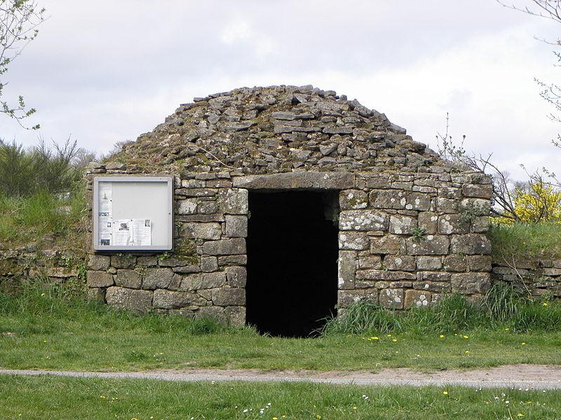 Chapelle Notre-Dame-de-Crénénan sise en Ploërdut (56). Cave à cidre.