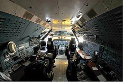 Polet Antonov An-124-100 cockpit Petrov.jpg