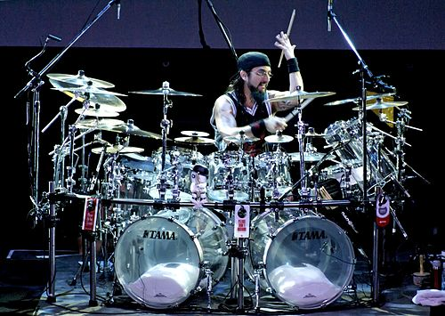 Mike Portnoy, the ex drummer of Dream Theater with many cymbals. Rio de Janeiro, 7 March 2008 Portnoy 2327834448 d06703c5cd o.jpg