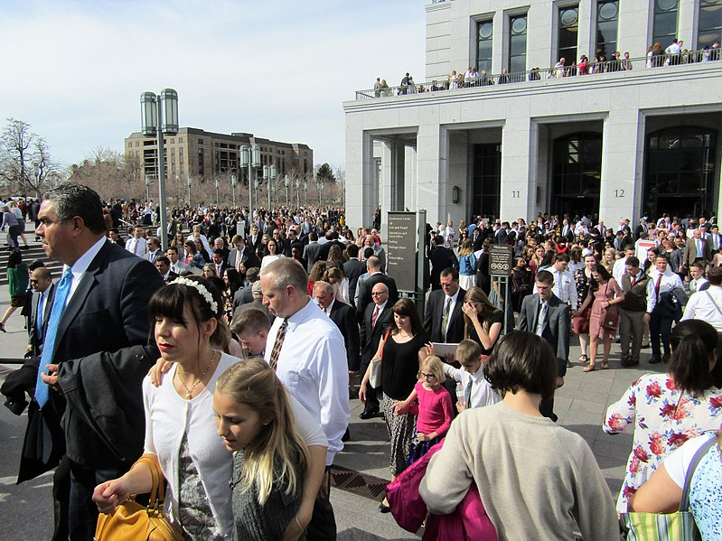 File:Post-Conference crowd (39787528790).jpg