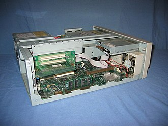 Power Macintosh 4400 - Internal view of the Power Macintosh 4400/200 and Power Macintosh 7220/200