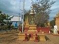 Pred hramom u Banlungu.jpg