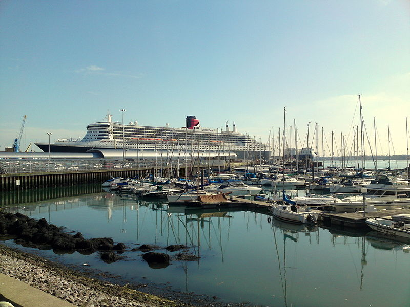 File:Queen Mary 2.JPG