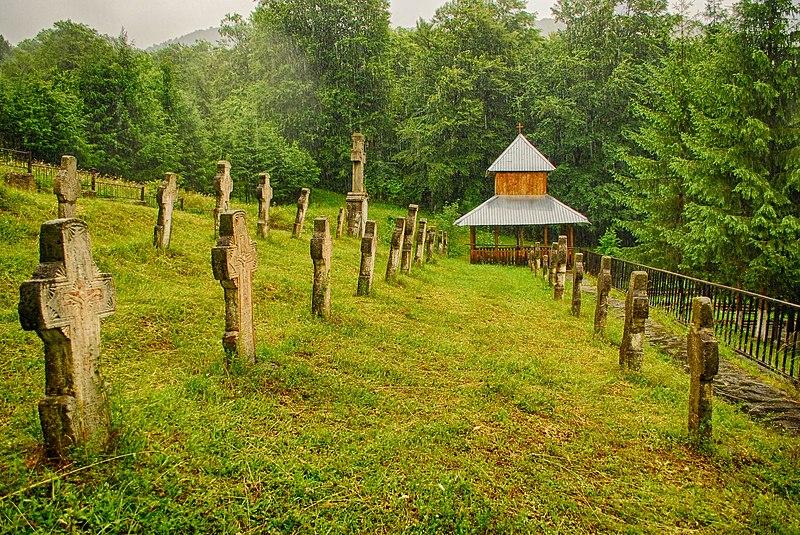 File:RO BZ Gura Siriului World War I heroes cemetery 02.jpg