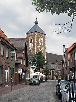 The Lange Straße in Ramsdorf with a view of St. Walburga