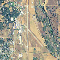 Redding Municipal Airport - USGS Topo.jpg