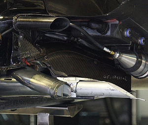 Renault R31 - The R31's forward facing exhaust.