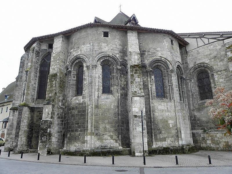 Église Sainte-Croix de Saint-Pourçain-sur-Sioule (03). Chevet.