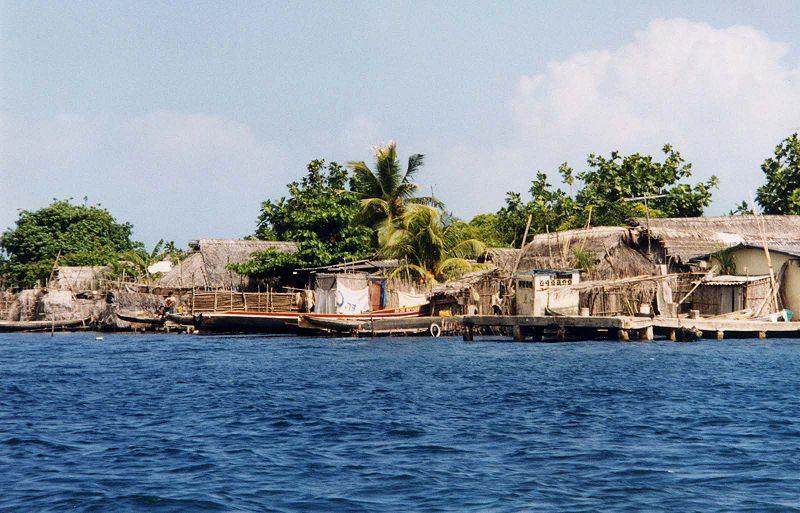 File:San Blas Islands houses.jpg