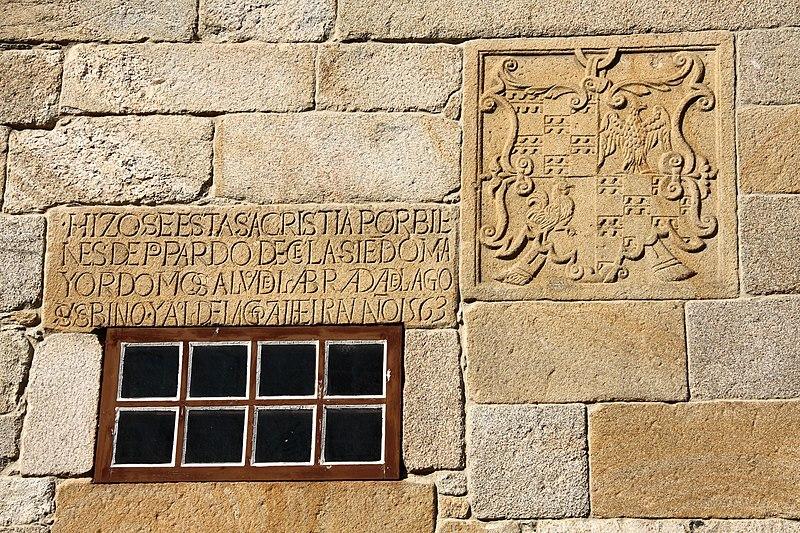 https://upload.wikimedia.org/wikipedia/commons/thumb/3/3f/Santa_Maria_11075.jpg/800px-Santa_Maria_11075.jpg